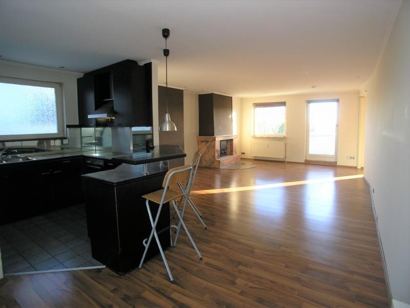 Küche, Blick zum Kaminbereich