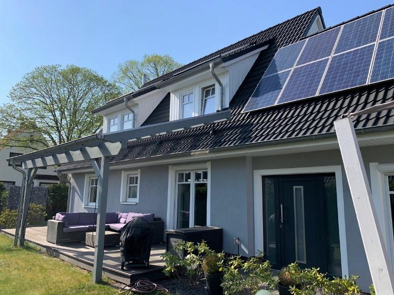 Terrasse und Hauseingang