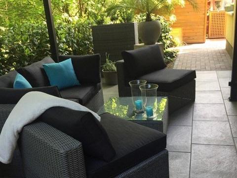 Loungebereich an der Seite