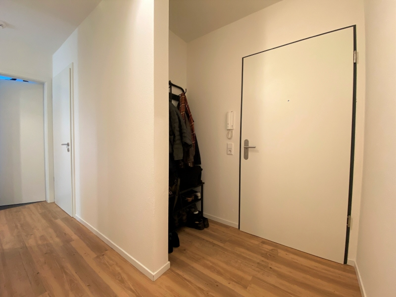Eingangstür und Garderobe